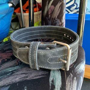 Prong weightlifting belt